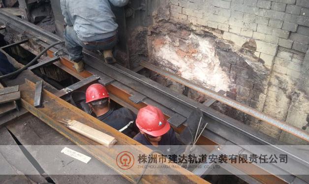 钢轨焊接现场之二