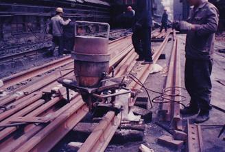 早期钢轨焊接-铝热焊接过程中
