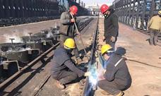 恒坤化工推焦车不停工轨道焊接施工现场